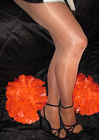 Peavey shiny tighst 40 denier suntan color sheer to waist footed